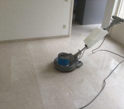 Marmeren vloer laten reinigen